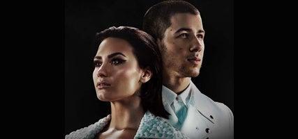 08.06.16 Demi Lovato-v1-427x200.jpeg